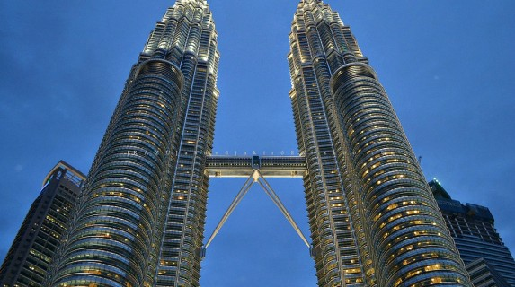 Facts About The Petronas Twin Towers Petronas Twin Towers Facts